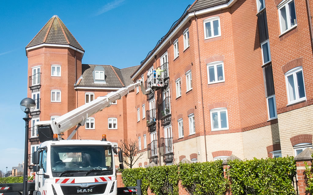 high access cherry picker window cleaner